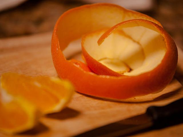 frank-a-peeling-oranges