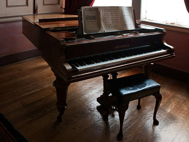 Sheet-music Piano Stool Piano Oak Flooring